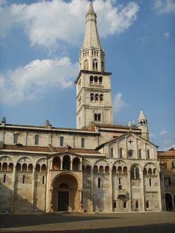 250px-Duomo_di_modena_03